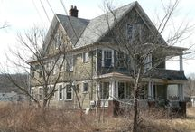 Old Or Abandon Houses. Love these.  / Old Houses or abandon houses sometimes has the most character <3 / by Lenora Schwartz