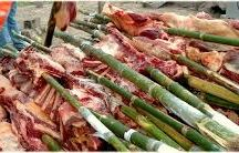 MAMONA A LA LLANERA / La ternera a la llanera es el plato típico por excelencia del llano. Para su preparación se debe adobar la carne con sal y condimentos, se deja en reposo un tiempo prudente de tal manera que la sal y los condimentos se mezclen homogéneamente.