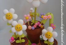 macetas con flores de porcelana