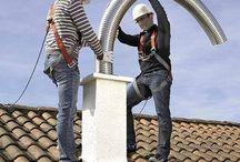 Flexibles Schornsteineinsatzrohr / Flexibles Schornsteineinsatzrohr Feuchteunempfindlich  Speziell für gezogene Schornsteine bieten wir Ihnen hier ein System welches sich an Ihren Schornstein anpaßt. Dieses Rohr ist ein flexibles ( biegbar ) Schornsteineinsatzrohr aus hochlegiertem Edelstahl, dessen hohe Flexibilität und Biegemög- lichkeit die Anpassung an gewundene und schwierige Schorn- steinverhältnisse erlaubt.