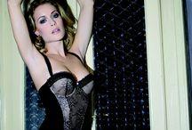 Nová francouzská značka Rosy / Exkluzivně v prodejnách Oxalis dessous na Černém Mostě a v nově otevřené prodejně v Paláci Adria Vám přinášíme tyto krásně zdobené kolekce spodního prádla.