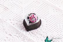 Anello regolabile con margherita in fimo rosa e viola