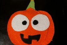 Halloween Felt / Halloween Filc / Table includes decorations for halloween handmade by me from felt. Recommend :)  Tablica zawiera ozdoby na halloween wykonane własnoręcznie przez mnie z filcu. Polecam :)