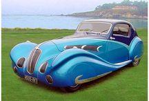 Delahaye (Delage) / Delage (ドラージュ)は、1905にルイ・ドラージュがパリ近くのルヴァロアペレに設立したフランスの高級車とレースカーの会社だった。  それが1935、ドライエ(Delahaye)に買収され、1953年に生産を停止した。