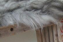 Skind fra Living by Heart / Økologiske, langhårede skind fra Island - fås i farverne hvid, sort, brun og grå