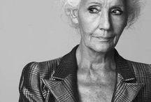 Piękna bez względu na wiek / Natura daje nam to jak wyglądamy w wieku 20 lat, a od nas zależy jak będziemy wyglądać mając lat 50.  Coco Chanel.  na zdjęciu 82-letnia modelka Carmen Dell'Orifice