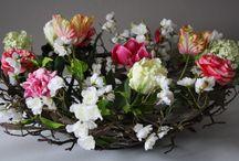 Spring Flower Arrangements / flowers of the spring season