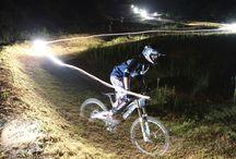 Cicilismo nocturno, At night  / Linternas Led de alta potencia con la mejor relación calidad/precio para bicicletas de todo tipo.