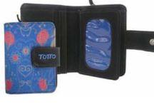 Billeteras y carteras TOTTO / Billeteras y carteras con atractivos e innovadores diseños.