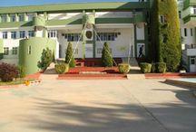 """Doğa Okulları Sakarya Kampüsü / Doğa Okulları Sakarya Kampüsü, Özel Sakarya Eğitim Kurumları'nın Doğa Okulları'na katılmasıyla, 2009-2010 eğitim yılında Sakarya'ya """"Merhaba"""" dedi. 30 dönüm arazi üzerinde 10.200 m² kapalı alana sahip olan Doğa Okulları Sakarya Kampüsü tamamıyla doğayla iç içe bir ortamda, öğrencilerine yeteneklerini keşfetme olanağı sağlıyor."""