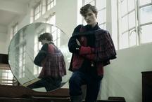 Sr. Amor / Sr. Amor es una colección de moda creada por los más prestigiosos diseñadores argentinos (H.E, Pablo Ramírez, Mariano Toledo, Tramando, 12-NA, Ay Not Dead, L. Adot y Bandoleiro), a partir de ropa donada al Ejército de Salvación. http://www.sr-amor.com.ar