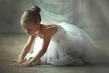 """Balerina / """"Când sunt mici, toate fetițele visează să fie balerine. Imaginea aceea de lebădă trăiește în fiecare fetiță, dar lebăda """"se naște"""" din clipe de mare sacrificiu, de muncă continuă, din ore și ore de repetiții, picioare obosite, rănite, dureri de spate, de cap, de mușchi, departe de joaca de afară."""""""