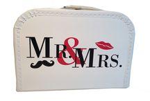Geschenkideen / Tolle Motive auf Pappkoffern oder Dosen für Hochzeit, Geburt, Taufe, Feiern oder Reiseandenken.
