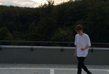 Mateusz na parkingu