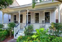 Waldburg Cottage / Are Georgia vacations on your mind? If you have been planning a business or personal vacation to Savannah, you've probably seen the huge amount of vacation homes Savannah that are available. This is where Southern Belle can simplify your plans. We have a wide variety of great Savannah vacation rentals to choose from that will easily fit into any vacation plans.