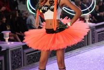 Victoria Secet Fashion Show 2010 - Club Pink