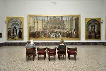 Virtual tour - Sala VIII. Dipinti veneti del XV secolo. / La sala è rimasta inalterata nel tempo. La veste attuale si deve all'architetto Vittorio Gregotti che nel riallestire le sale ha lasciato immutato l'impianto generale del 1950.