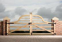 Venables Oak Project: Hatten Hall / Venables Oak bespoke oak paddock gates
