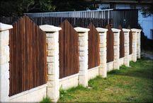 Stavby v zahradě / Terasy, ploty, cesty v zahradách. Zahrady Brada.