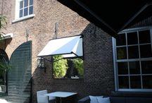 Modern buitenleven / Tuininrichting met de stijlvolle Cubola en Jan des Bouvrie zonweringlijn.