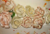Wedding cake con rose e farfalle sponge cake con camy cream all'arancia