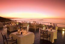 Dining in Elegance / Dining in Elegance in Exotic Places.