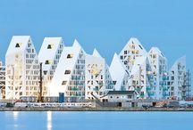 Viviendas Plurifamiliares / Bloques de pisos, condominios, edificios de apartamentos que destacan por un diseño muy peculiar, nada convencional, sobre todo en su fachada y volumetría.