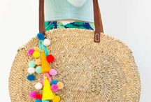 cesta de mimbre decorada