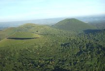 Vol au dessus des Puys / Découvrez la magie de la Chaîne des Puys vue du Ciel, les Dômes et cratères pris depuis une montgolfière. #ChaineDesPuys #Combrailles