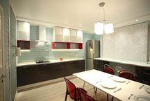 Сделано со вкусом: кухня под облаками / Сразу после знакомства с героями программы Олесей и Костей дизайнера интерьеров Антона Печеного удивил их рассказ о кухне. В первую очередь они пожаловались на то, что там тесно. А ведь площадь кухни целых 17 квадратных метров! Дизайнер смог преобразить интерьер так, чтобы сделать пространство максимально просторным и уютным.