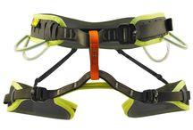 Attrezzatura per scalare / L'equipaggiamento completo per scalare in piena sicurezza