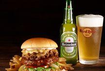 Heineken Brisket Burger and Beer / Quem diz que os churrascos só podem ser disfrutados durante a época de verão? O Hard Rock e a Heineken juntaram-se e criaram um combinação maravilhosa: O Heinken Brisket Burger acompanhado de uma cerveja Heineken! A nova combinação do Hard Rock Cafe Lisboa está repleta de sabores que estão prontos para aquecer os próximos meses de frio! Este maravilhoso menu irá estar disponível por tempo limitado e poderá ser degustado a partir de 14 de Novembro – Segunda Feira até 29 de Janeiro – Domingo