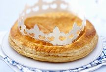 Epiphanie / Tradition oblige... Il est l'heure de passer sous la table pour nominer la reine et le roi de l'année ;)
