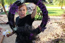Spooky Halloween Wreath / Spook your trick-or-treaters' with this scary wreath.