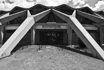 Архитектура / Любые явления и вещи имеют нечто общее, если находят отзыв в одной душе. Если душа - мерило, то инструмент её - гармония. Различная архитектура может быть схожа куда больше, чем мы думаем.