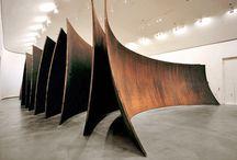 US art - architecture of minimalism - Richard Serra / Йель - аспирантура по стали, ассистент Альберса - преподавателя баухауса. Скульптор-минималист. Резина, пластик, металл. Получает стипендию, живёт в Париже, изучает европейское искусство.