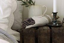 MESITAS NOCHE / BEDSIDE TABLES