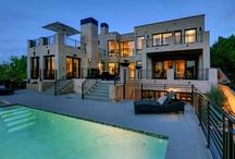 Houses. / Casas.