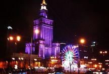 Neden Polonya'da Üniversite Okumalıyım ? / Polonya'da Sınavsız İstediğiniz bölümü okuyabilir. Avrupa'da çalışma ve yaşama hakkı elde edebilirsiniz ! Dünya Standartları   Dünya sıralamasında tam 12 Üniversite !!!    2 Dil Seçeneği   Polonya'da ister LEHÇE ister İNGİLİZCE eğitim alabilirsiniz.    Yasal çalışma izni  -  Ekonomik Yaşam Giderleri  -Direkt Yüksek Lisans geçiş hakkı (  ALES  , GRE, GMAT gibi sınavlar yoktur. )  Tüm bunlar için SADECE LİSE DİPLOMASI yeterlidir. Üniversite sınavını kazanmış olmanıza gerek yoktur.
