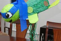 Piñata  / Pinatas à découvrir pour animer toutes vos fêtes d'enfants, cette activité pour fête d'enfants est un vrai plaisir pour tous les bambins. D'abord on s'amuse, chacun son leur les enfants tentent de faire tomber le contenu de la piñata, puis on se régale et on s'éclate avec les récompenses qu'il y a dedans...c'est génial !