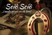 Gioielli Sciò Sciò - Ispirazione Magia / Un potere magico si nasconde dietro il simbolo di un amuleto dai materiali e dal design innovativi, per uno stile moderno ed eclettico.
