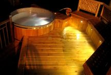Cottage Cedar Hot Tub / A cedar hot tub from Canadian Hot Tubs installed at a cottage