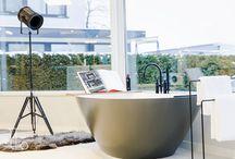 Bad / Met een bad in uw badkamer kunt u volledig tot rust komen en thuis het wellness gevoel ervaren. Bij Laurens Badkamers hebben we verschillende soorten baden: van hoekbad tot (half) vrijstaand.