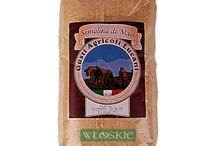 Włoska mąka semolina / Z pszenicy durum produkuje się mąkę semolinę i kaszkę kus kus. Semolina zawiera wiele witamin, mikro i makroelementów, m. in. wapń, fosfor, potas, żelazo, miedź, mangan, cynk, witaminy z grupy B oraz witaminę E i kwas foliowy. Zawiera też luteinę, która jest bardzo istotna dla wzroku - chroni oczy przed uszkodzeniem przez wolne rodniki. To właśnie semolinie włoskie makarony zawdzięczają swój wspaniały smak i wygląd.