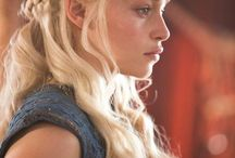 Daenerys targaryen and she Dragons
