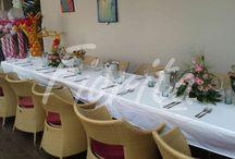 Украшение стола на день рождения девочки / Украшение стола деревцами из гербер и хризантем, настольные композиции из гербер, хризантем, роз и альстромерий