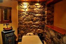 Spa Ramezay / Le Spa Ramezay vous invite à vivre une expérience sensorielle différente! Il a été aménagé à l'intérieur du Manoir Ramezay, ce magnifique hôtel patrimonial datant du 18ième siècle. Une éventail de services vous sont offerts: massothérapie, balnéothérapie, laser, esthétique, soins corporelles et amaigrissement. Découvrez leurs bienfaits thérapeutiques. À même le bâtiment, découvrez aussi Le Restaurant du Manoir Ramezay qui offre une cuisine de style bistro dans un atmosphère décontracté.