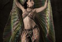 Tribal Fusion / Tribal Nocturn Dance Company presents! www.tribalnocturn.com Tribal Fusion belly dance. Performances, classes and workshops in Tribal Fusion.