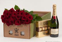 Розы и шампанское. Прекрасный подарок. / Доставка цветов и подарков. Москва, Санкт-Петербург. Заказ онлайн, оплата онлайн.