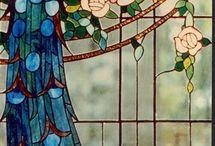 Витражное стекло и барельефы